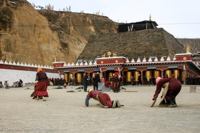 The nuns coming into the monastery